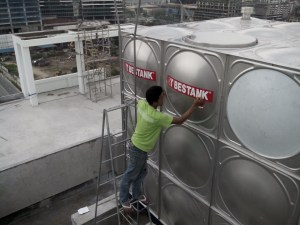 Applying the Bestank logo on the tank