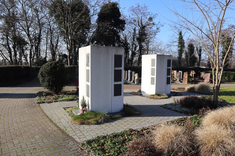 Friedhof Leopoldshafen - Urnenstele