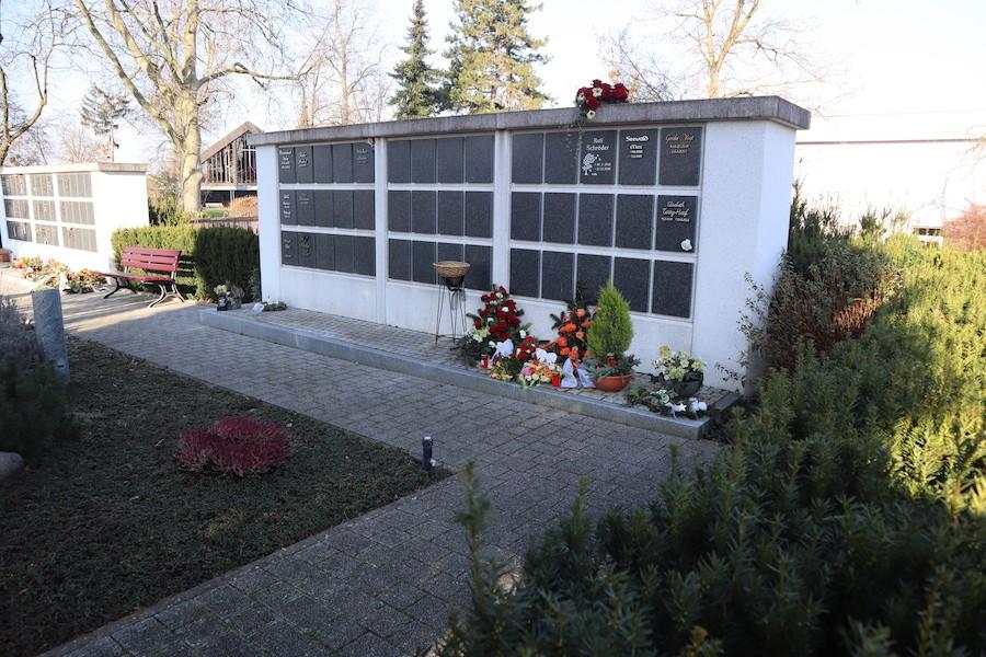 Friedhof Leopoldshafen - Urnenwand