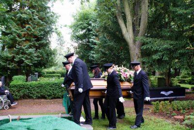 Bestattungsmitarbeiter