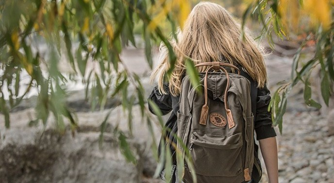 women wearing a fjallraven kanken backpack