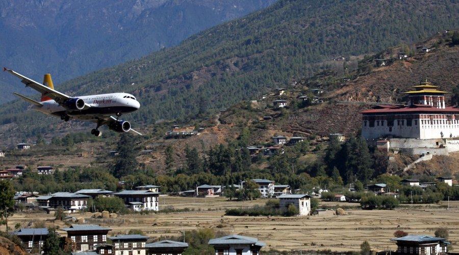 Máy bay hạ cánh tại sân bay Paro, Bhutan