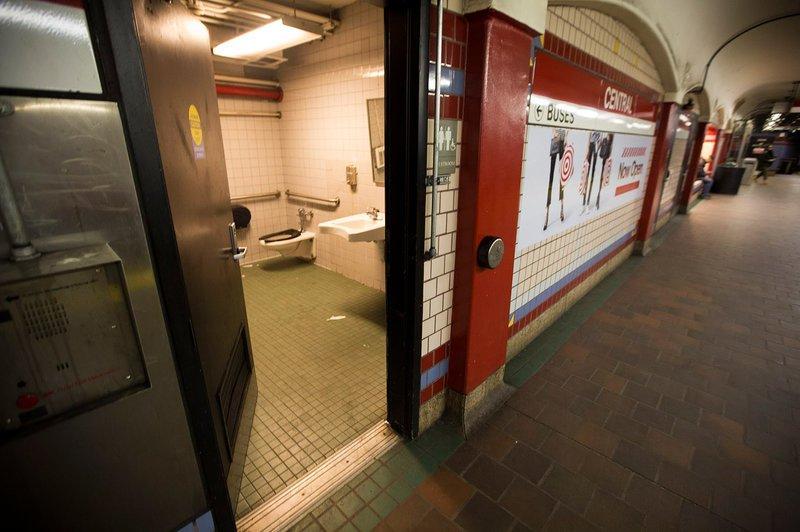 bathrooom 1 custom 3ce0d51abb188f0ad74458fb6a288646be92875a s800 c85
