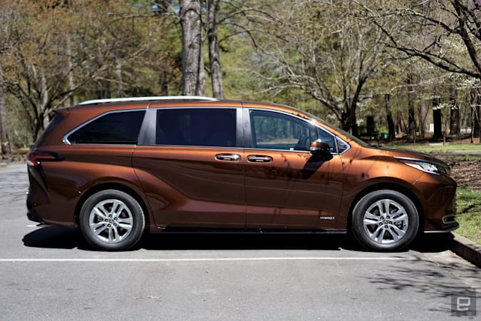 Toyota's 2021 Sienna hybrid proves minivans can be fun, not just practical | Sports Grind Entertainment