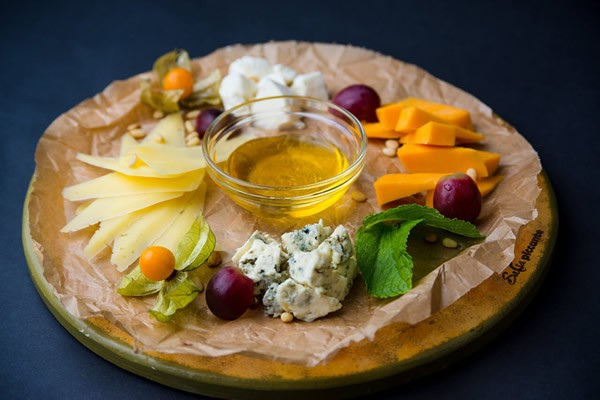 Cheese plate with honey and fruit #cheeseplate #cheeseslicer
