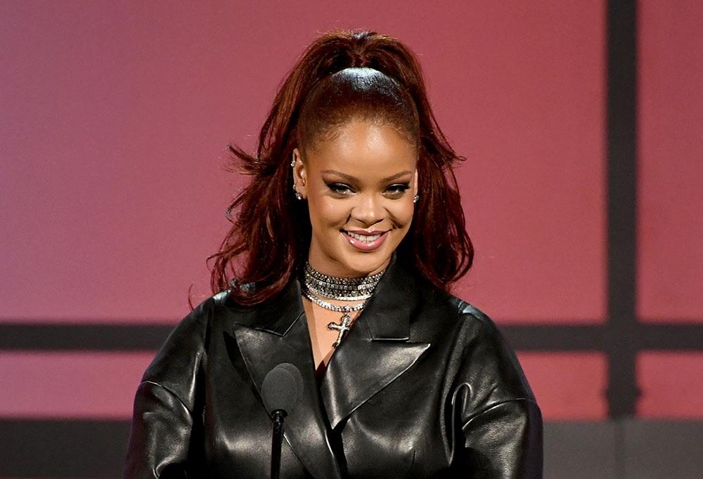 LOS ANGELES, CALIFORNIE - 23 juin: Rihanna parle