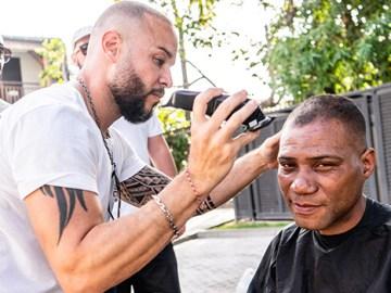 Koulèr Lo Kèr: les coiffeurs solidaires offrent leurs services aux démunis
