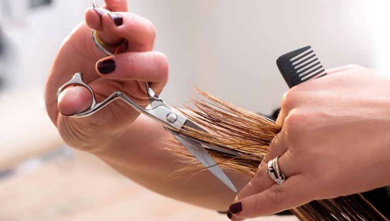 Pourquoi une coupe de cheveux pour femme coûte t-elle bien plus cher que celle d'un homme ??