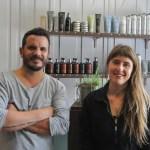 Simon et Clémentine sont les deux gérants de la Crinière, salon de coiffure vegan à Lille (Nord).