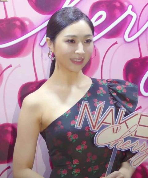 Minzy had Korean cosmetic surgery