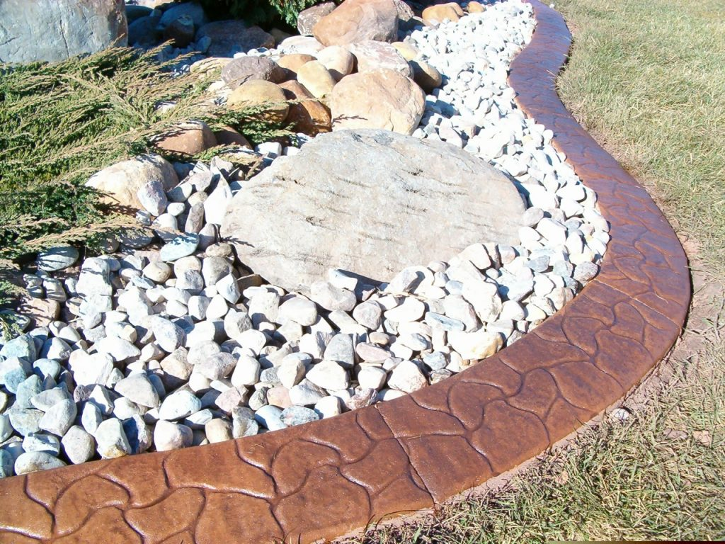 good use of accent colour curb