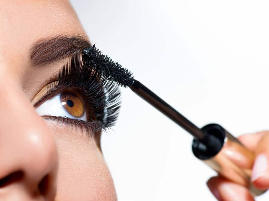 How To Clean Mascara