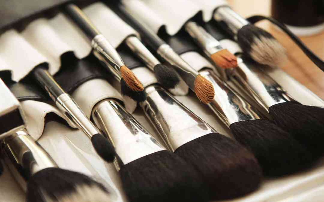 Learn How to Easily Clean Makeup Brushes
