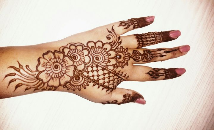 Simple Eid Mehndi Design For Backhand