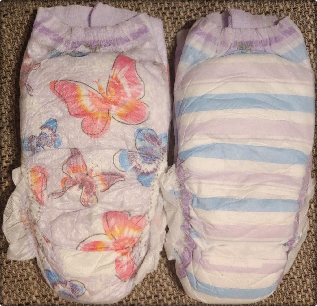 Zwei DryNites Pyjama pants frisch aus der Verpackung von vorn