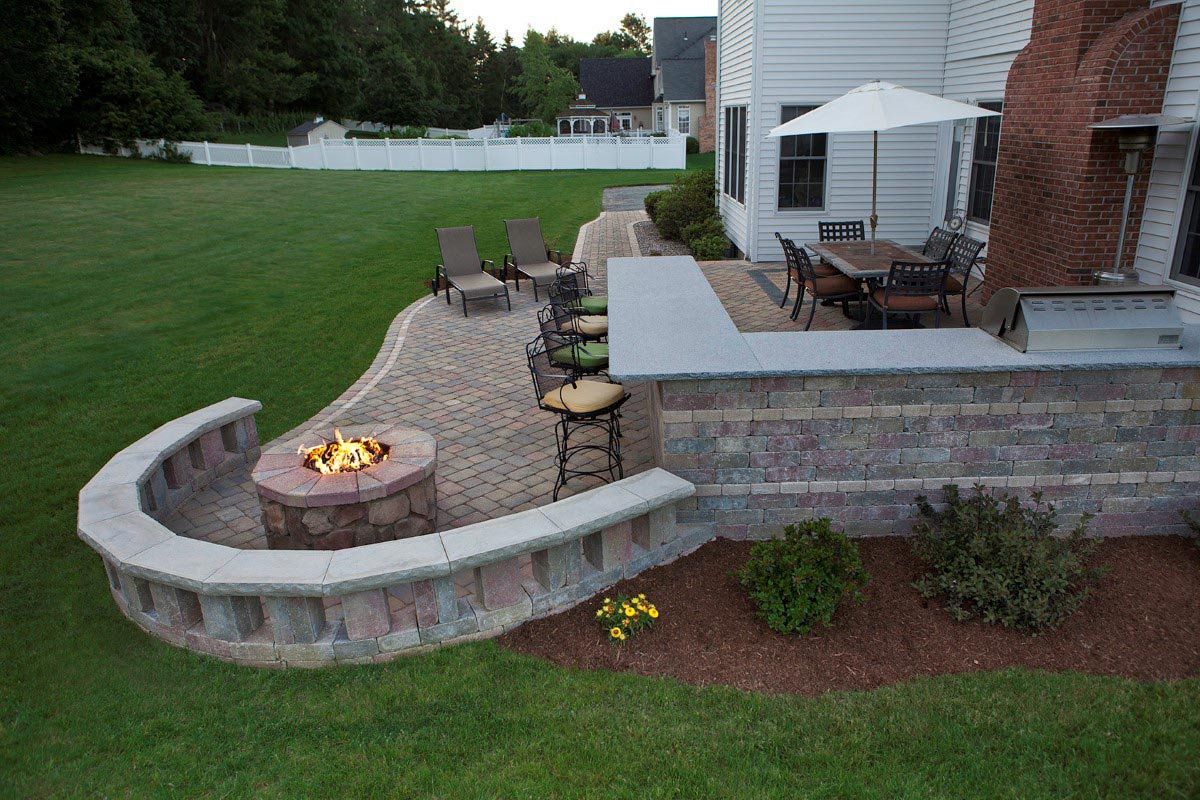 It is Easy to Make a Brick BBQ Pit Your Own   Fire Pit ... on Diy Bbq Patio id=12016