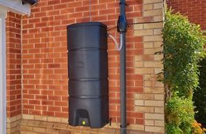 How to Add a Pump to a Rain Barrel