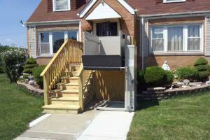 How to Make the Outdoor Area Barrier-Free with an Outdoor Lift