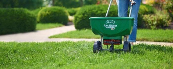 Applying Fertilizer - Best Home Gear
