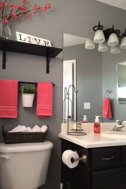 How To Decorate Your Small Bathroom Become More Comfortable And Beautiful41