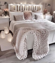 Amazing Winter Bedroom Decorating Ideas For Your Comfortable Sleep12