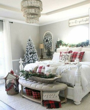 Amazing Winter Bedroom Decorating Ideas For Your Comfortable Sleep15