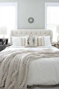 Amazing Winter Bedroom Decorating Ideas For Your Comfortable Sleep23