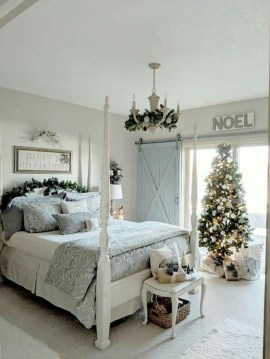Amazing Winter Bedroom Decorating Ideas For Your Comfortable Sleep24