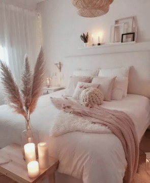 Amazing Winter Bedroom Decorating Ideas For Your Comfortable Sleep26