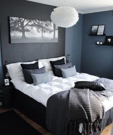 Amazing Winter Bedroom Decorating Ideas For Your Comfortable Sleep31