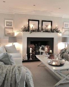 Attractive Winter Living Room Decoration Ideas For Warmth In The House19