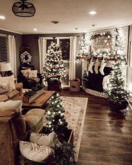 Attractive Winter Living Room Decoration Ideas For Warmth In The House26