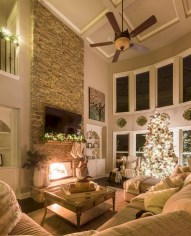 Best Christmas Living Room Decoration Ideas For Your Home04