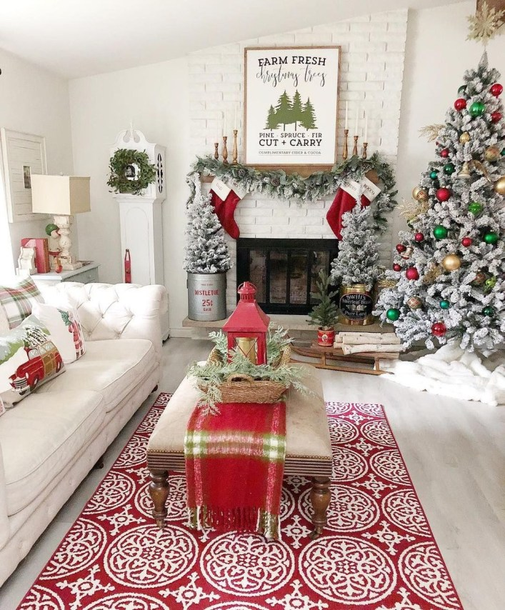 Best Christmas Living Room Decoration Ideas For Your Home16