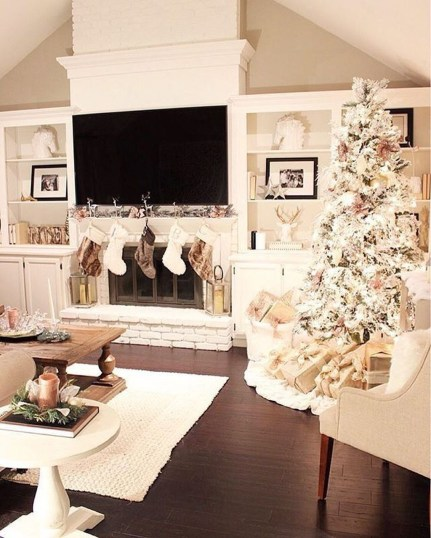 Best Christmas Living Room Decoration Ideas For Your Home20