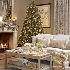 Best Christmas Living Room Decoration Ideas For Your Home22