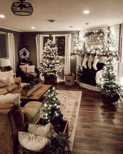 Best Christmas Living Room Decoration Ideas For Your Home23