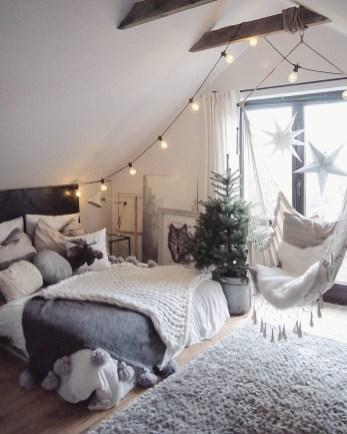 Cozy Bedroom Design Ideas To Make Your Sleep More Comfortable25