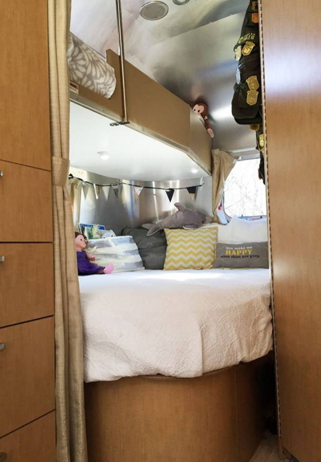 Elegant Airstream Decorating Ideas For Comfortable Holidays Trip33