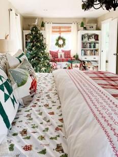 Impressive Christmas Bedding Ideas You Need To Copy20