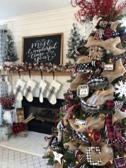 Marvelous Rustic Christmas Fireplace Mantel Decorating Ideas06