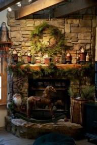 Marvelous Rustic Christmas Fireplace Mantel Decorating Ideas21