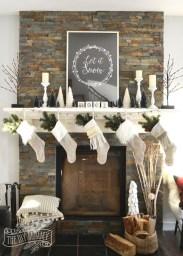 Marvelous Rustic Christmas Fireplace Mantel Decorating Ideas29