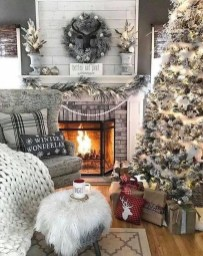 Marvelous Rustic Christmas Fireplace Mantel Decorating Ideas37