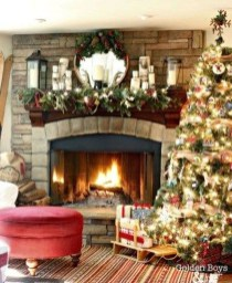 Marvelous Rustic Christmas Fireplace Mantel Decorating Ideas40
