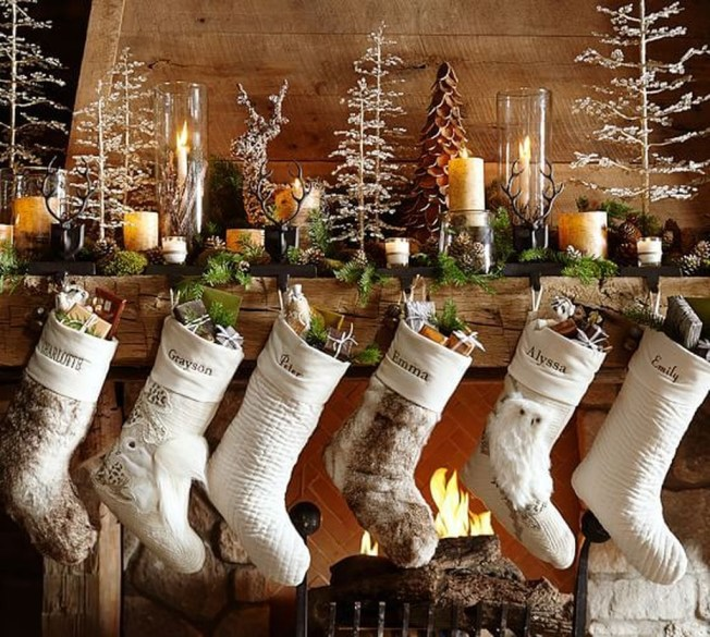Marvelous Rustic Christmas Fireplace Mantel Decorating Ideas42