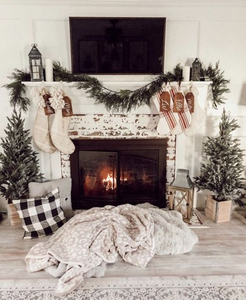 Marvelous Rustic Christmas Fireplace Mantel Decorating Ideas43