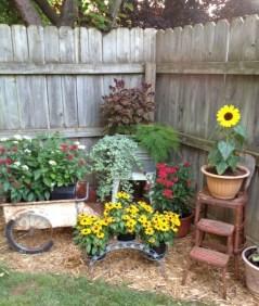 Minimalist Creative Garden Ideas To Enhance Your Small House Beautiful12