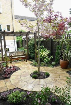 Minimalist Creative Garden Ideas To Enhance Your Small House Beautiful35
