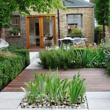 Minimalist Creative Garden Ideas To Enhance Your Small House Beautiful37